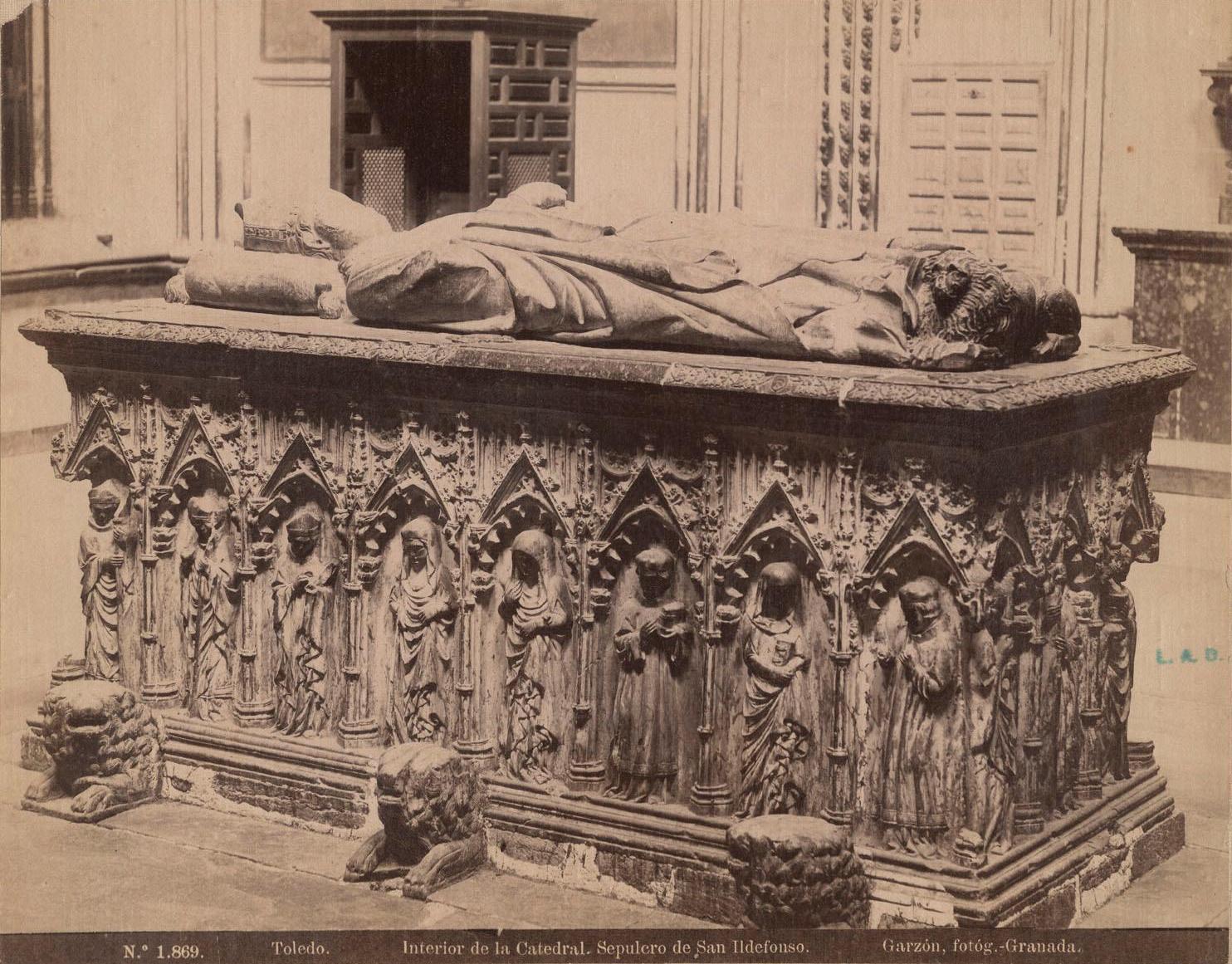 Sepulcro en la Catedral de Toledo a finales del siglo XIX. Fotografía de Rafael Garzón