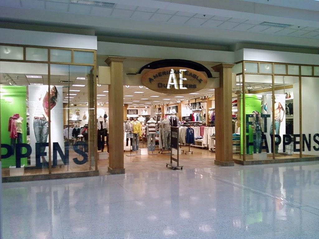 Fourstarcashiernathan Merle Hay Mall