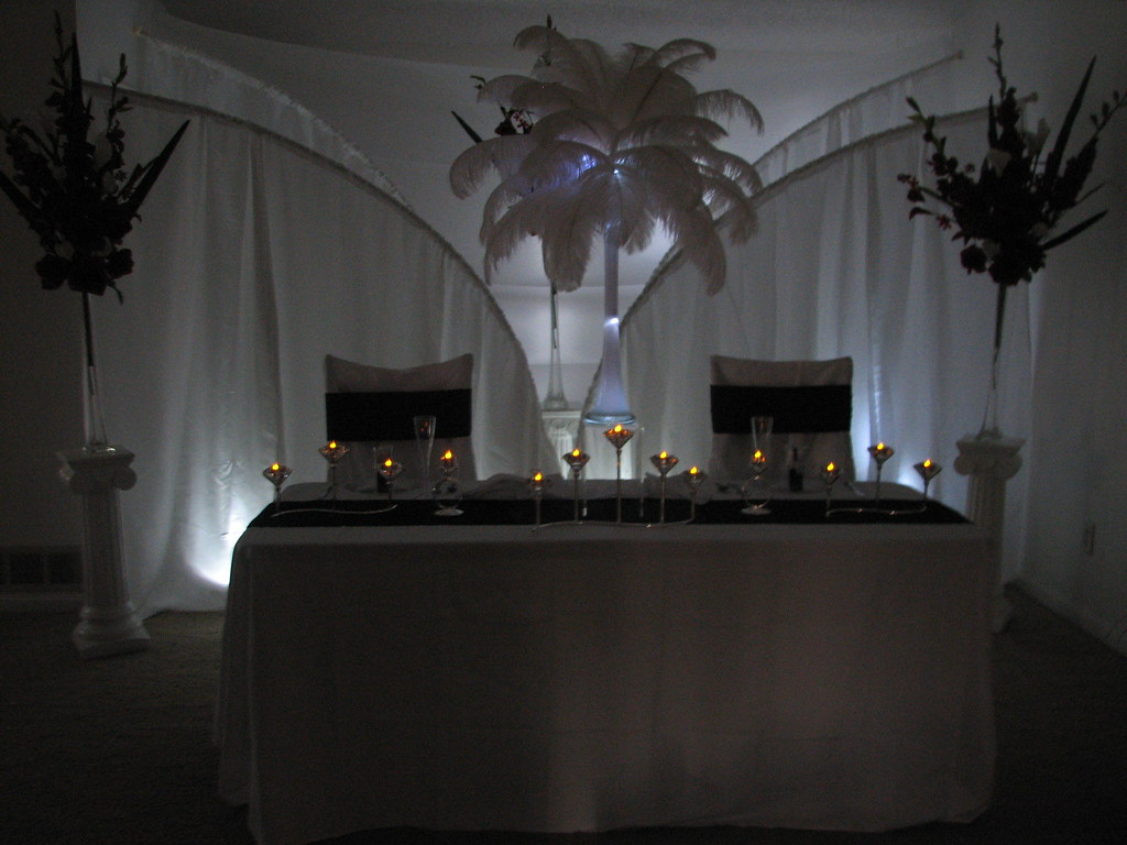 Bride And Groom Table Decoration Ideas Add A Low Light Beh Flickr