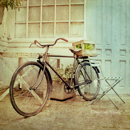 Bike in Vintage Findings... | by Angie Ravelo Photography