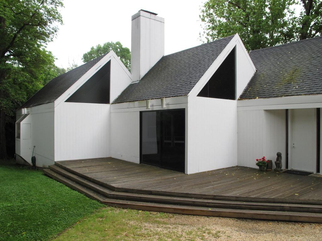 Three Linked Pavilions
