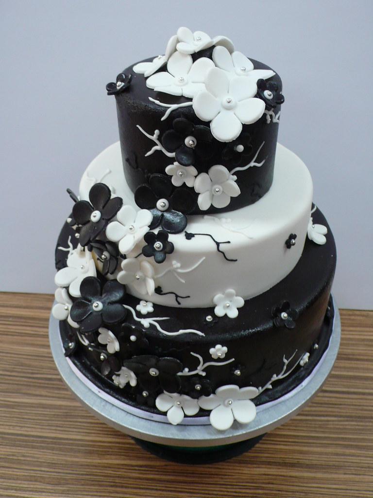 Black and white flower cake 1 zoe elizabeth gottehrer flickr black and white flower cake 1 by cake amsterdam cakes by zobot mightylinksfo