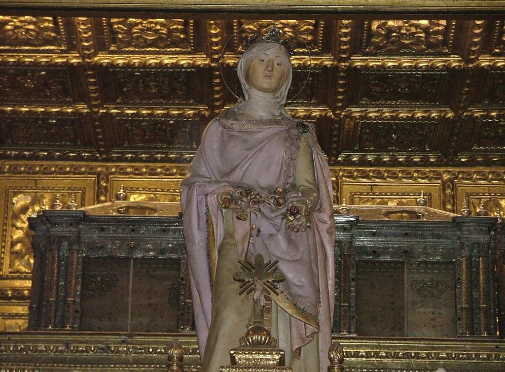 Coimbra - Túmulo da Rainha San...