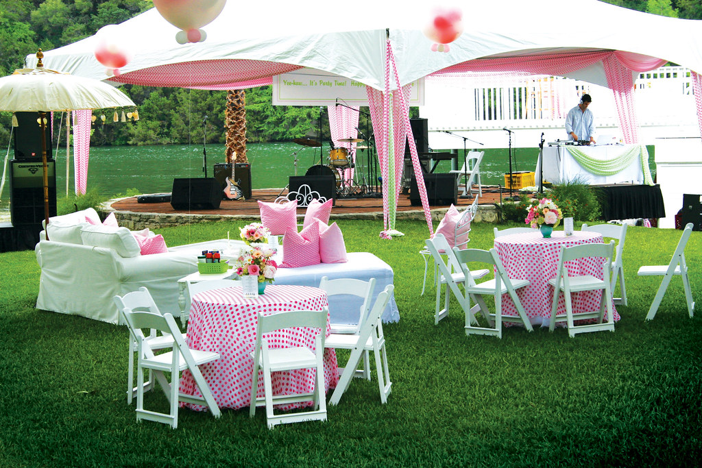 Superb Backyard Party | By Camillestyles Backyard Party | By Camillestyles