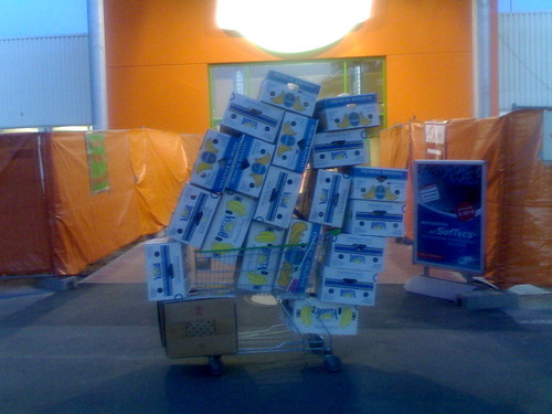 record: 21 banana boxes on a trolley | by leobard
