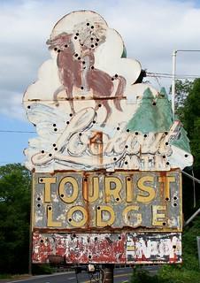 TN, Chattanooga-U.S. 41 Lookout Mtn Tourist Lodge Ghost Neon Sign | by Alan C of Marion,IN