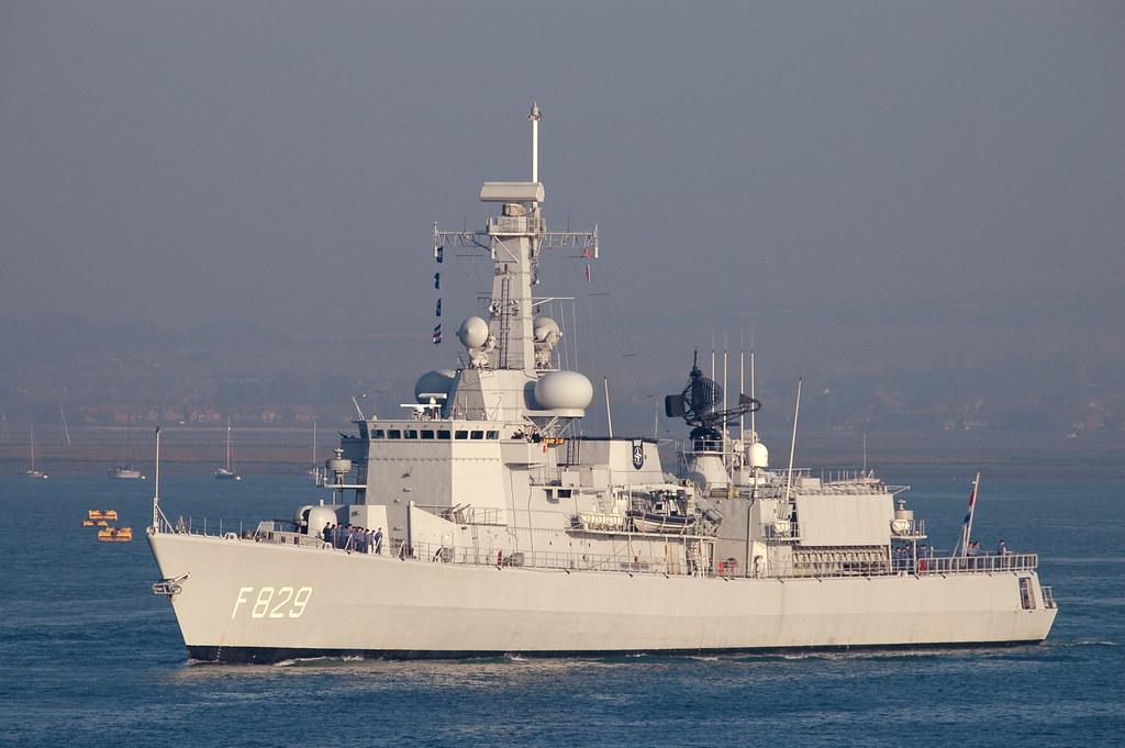 M-klasse fregatten (Karel Doorman M-class frigates) 3192827236_d81ff19d78_b