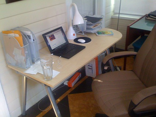 Ikea desk in place got it at the orlando one but the tam for Ikea jobs orlando fl
