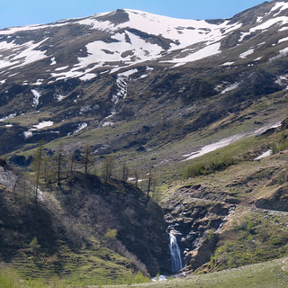 Melting water of the Hohe Tauern flows into the Kruml valley | by B℮n