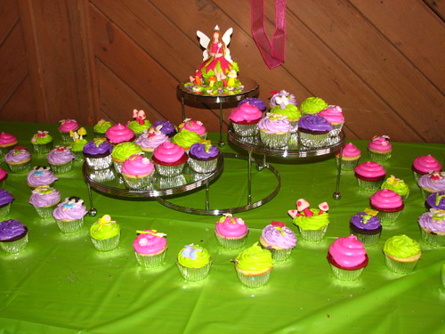 Baby shower fairy cupcakes cupcakes with fondant fairies for How to make fairy cupcakes