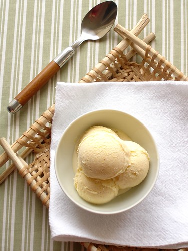 Sweet corn ice cream / Sorvete de milho verde | by Patricia Scarpin