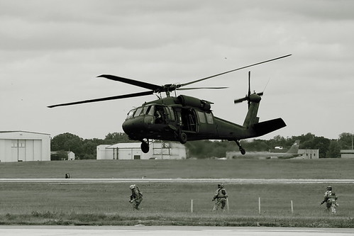 UH60 FAST ROPE DEMO | by I-C-THNGS (David Starling)