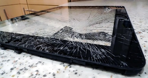 broken ipad screen | by 3dom