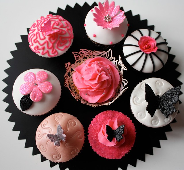 Pink, black white wedding samples | Sample cupcakes for a we… | Flickr