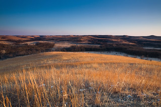 As the Sun sets, the remaining light graces the prairie with a fantastic show of golden light. | by taylorphotography
