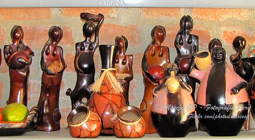 La mujer la mujer es una figura representada de muchas for Ceramica artesanal peru