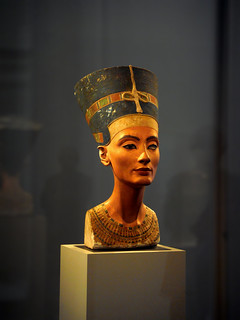 The bust of Nefertiti, Ägyptisches Museum Berlin | by okkofi