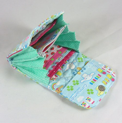 Quilted Accordion Fold Wallet 2 Large Pockets 1 Zipper