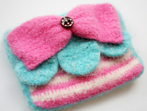 Cake Pouch with Bow (blue) 1 | by TWiNKiE CHAN