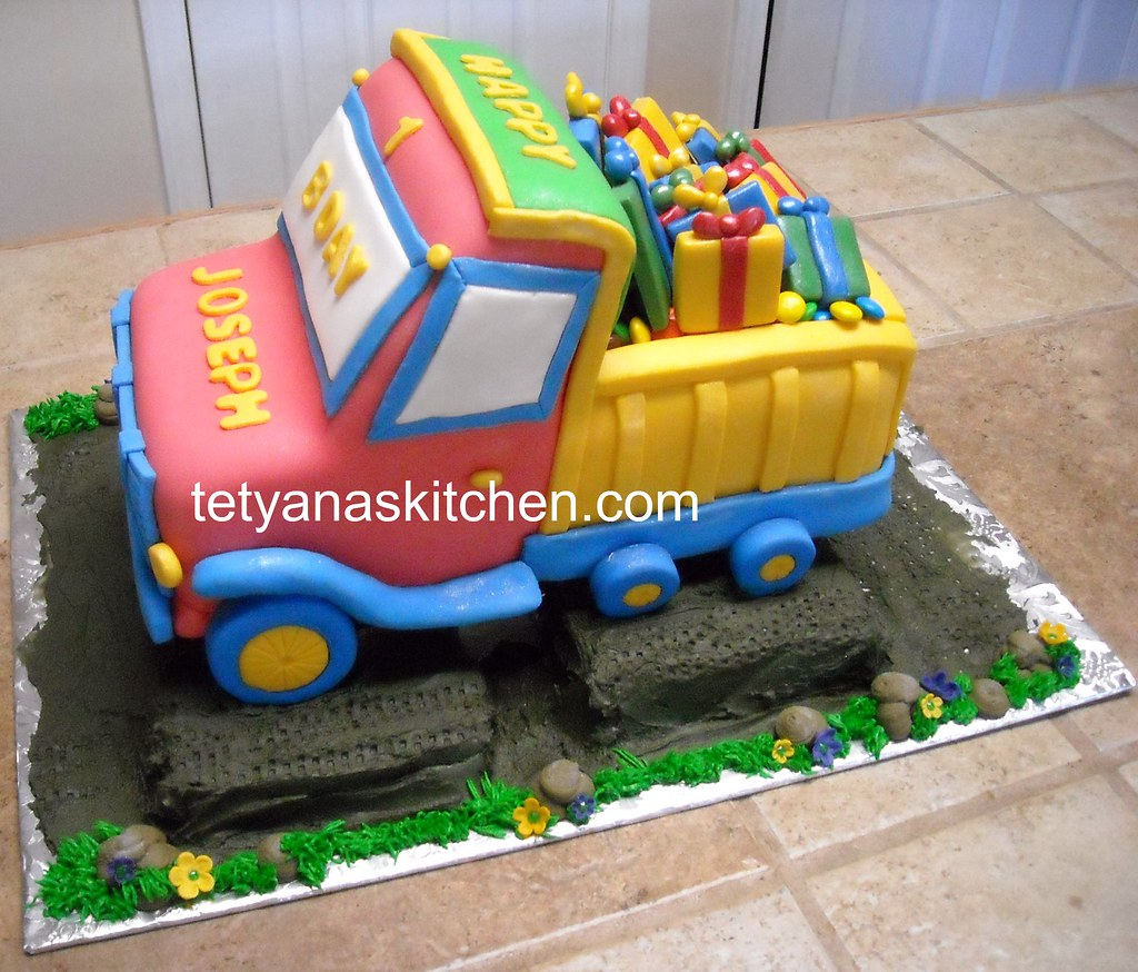 Tremendous Construction Truck Cake I Made That Cake For 1 Birthday Pa Flickr Birthday Cards Printable Benkemecafe Filternl