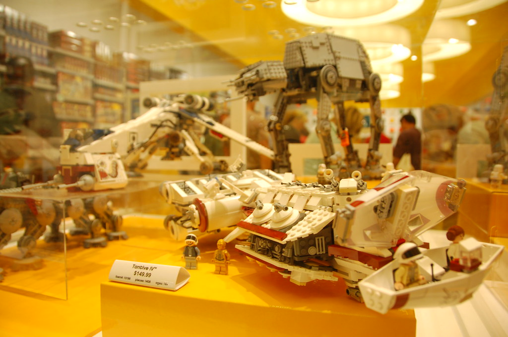 LEGO Store Braintree: Star Wars Vehicles: Tantive IV, AT-A… | Flickr