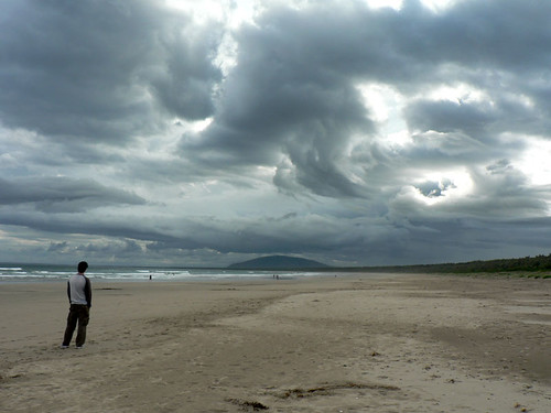 Clouds over Seven Mile Beach | by :Salihan