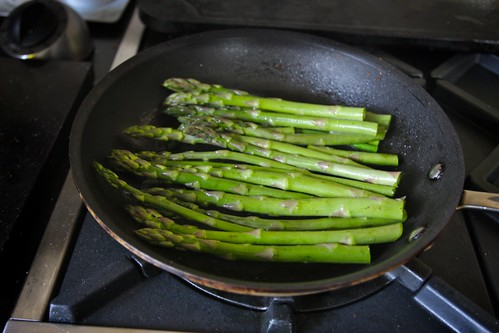 how to cook white asparagus in a pan