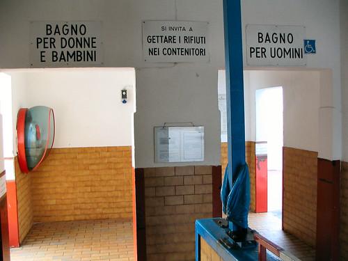 Ingresso separato uomini e donne al bagno la lanterna flickr for Bagno uomini e donne