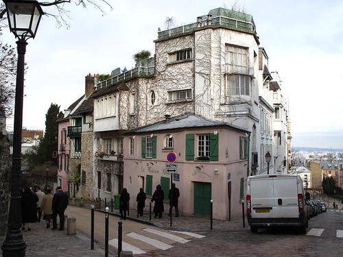 Paris la maison rose de montmartre en balade en for La maison rose lourmarin