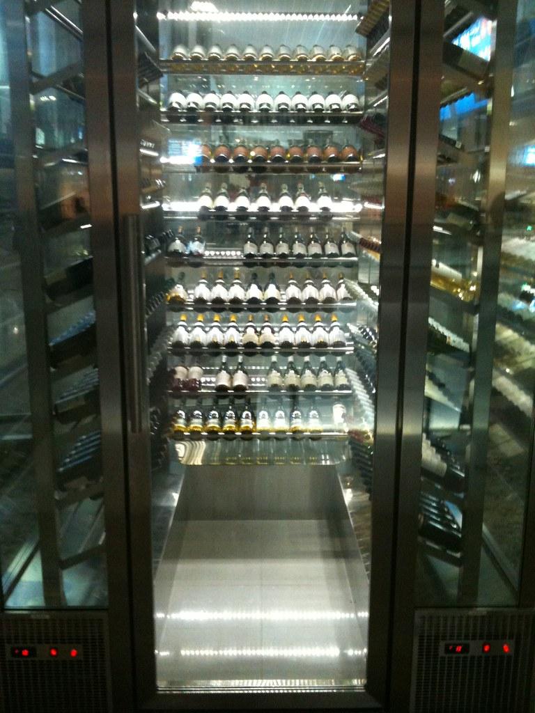 Woooaaaahhhh! Ein begehbarer Wein-Kühlschrank! Fast wie in… | Flickr