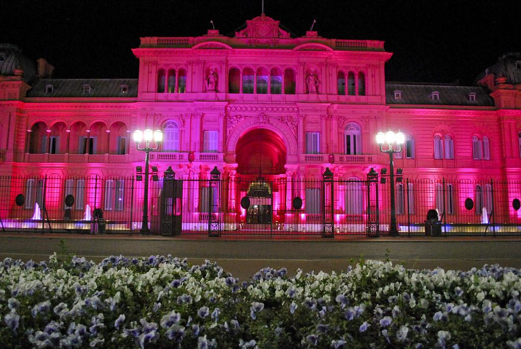 Resultado de imagem para casa rosada iluminada