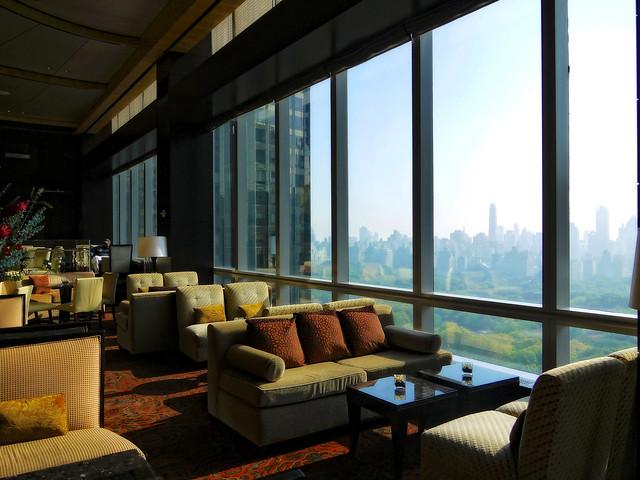 Mandarin Oriental otel salonu ve kuzeydoğu cepheli bar