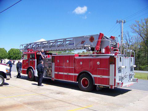 Dod Firefighter Program Ladder Truck This Ladder Truck Obt Flickr