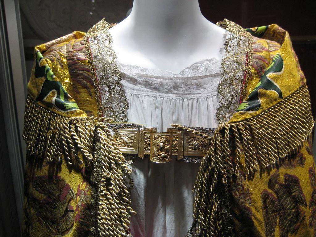 The Young Victoria Costumes Queen Victoria\u0027s Coronation Dress \u0026 Post,Coronation  Robe