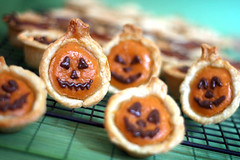 Mini Pumpkin Pies | by Bakerella