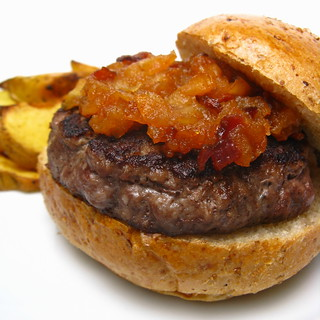 Stuffed maple burger with spicy apple bacon compote | by katbaro