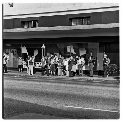 SCRTD Crowded Bus Stop RTD_1131_13 | by Metro Transportation Library and Archive