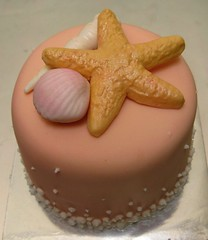 Mini seashells a mini display cake decorated with for Miniature tree decorated with sea shells