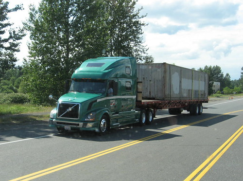 Interstate Dist. Co Volvo with a Flatbed | by Michael Cereghino (Avsfan118)