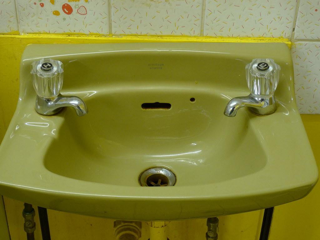 Avocado Bathroom Suite A 70s Avocado Basin Richard Maguire Flickr