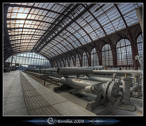 How to stop a train :: Vertorama | by Erroba