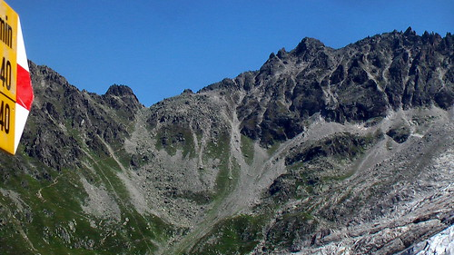 Fenetre d 39 arpette 2665m that lower notch is the next for Fenetre d arpette