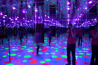 Yayoi Kusama, Infinity Dots Mirrored Room, 1996 | by 16 Miles of String