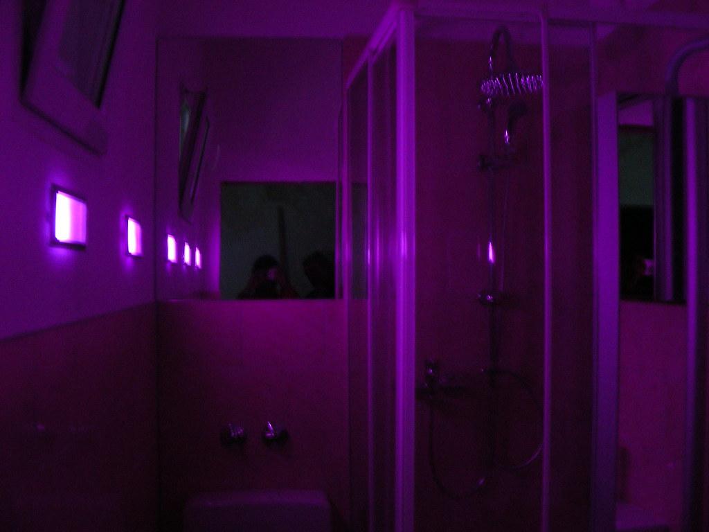 indirekte wandbeleuchtung diy violet bathroom by erikaheinzurlaub indirekte wandbeleuchtung mit farbwechsler