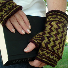 Zigzag Mitts | by MandyPowers