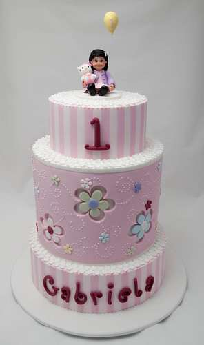 Gabriela's First Birthday Cake | by Rouvelee's Creations