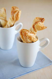 Puff pastry cheese twists / Torcidinhos de queijo | by Patricia Scarpin