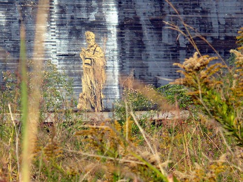 Swoon, Tchoupitoulas St, November 2008 - man in robe | by Traveling Mermaid