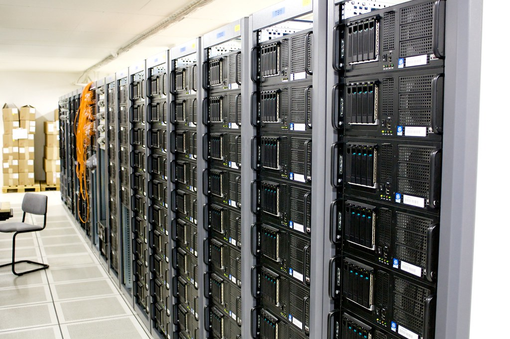 Server room | Racks within a server room at CERN | Torkild Retvedt ...