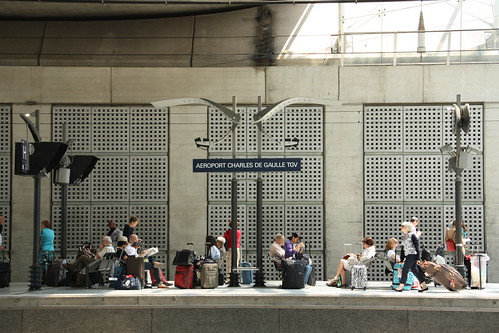 how to get from charles de gaulle to montparnasse station